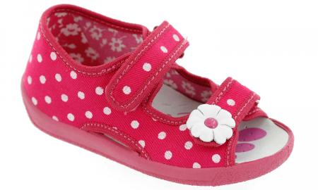 Sandal fete cu bulinute albe si floricel (cu scai), din material textil1