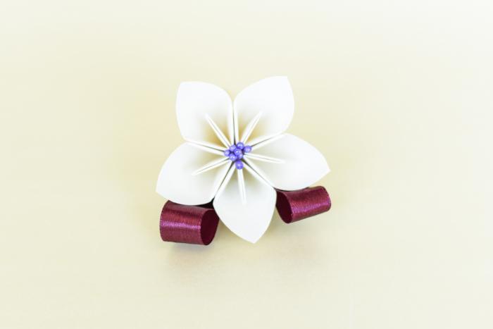 Cocardă nuntă 1 floare hârtie - Diverse culori 0
