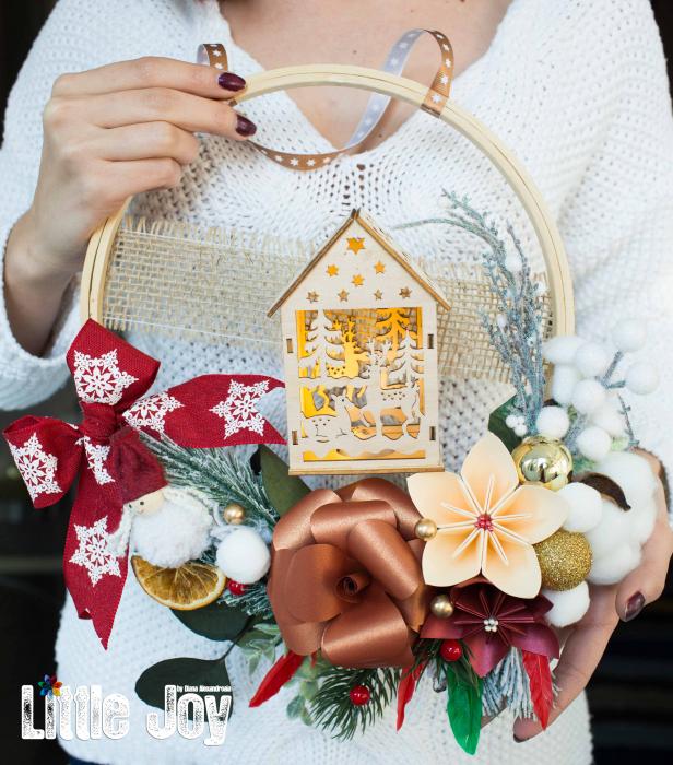 Coroniță Crăciun - Cărămiziu Căsuță luminoasă 0