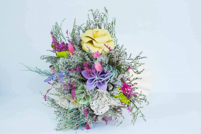 Decorațiune Vază - flori hârtie 2
