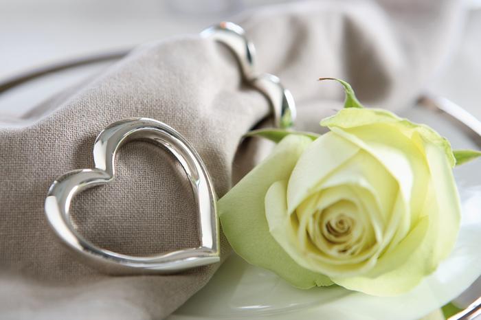 Set 4 inele servete de masa HEART, placate cu argint, 1x5 cm lotusland.ro