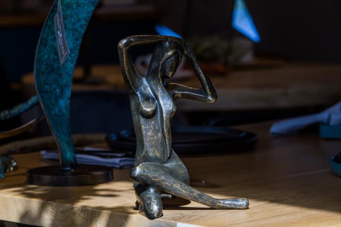 Statuie de bronz moderna Sitting Lady, 25x18x18 cm 3