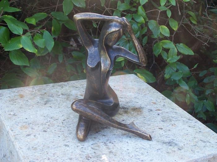 Statuie de bronz moderna Sitting Lady, 25x18x18 cm 2