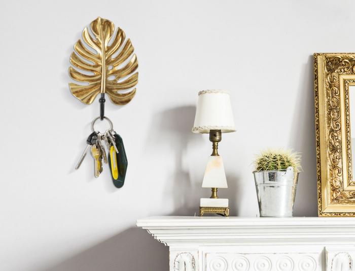 Suport pentru chei Leaf, rasina fier, auriu negru, 11X3.5X16 cm imagine 2021 lotusland.ro