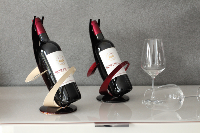 Suport sticla vin Grapes, metal, negru rosu, 19x19x30 cm lotusland.ro