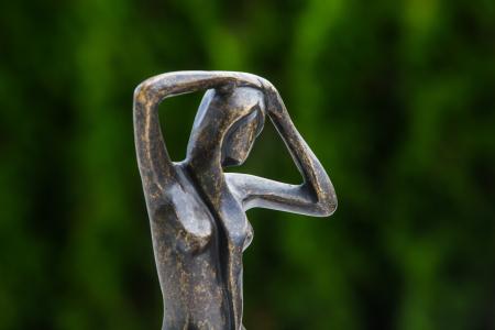 Statuie de bronz moderna Sitting Lady, 25x18x18 cm4