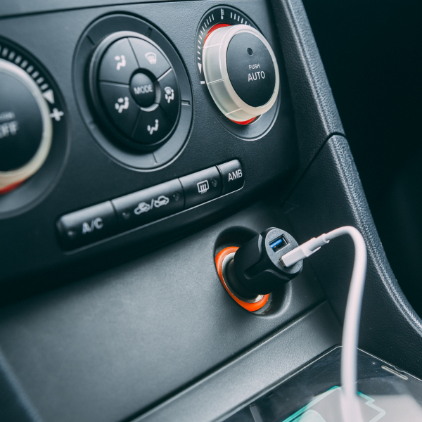 Adaptor USB bricheta auto 2 x USB – negru 1
