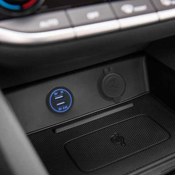Adaptor auto USB instalabil în locaşul brichetei – lumină albastră 1