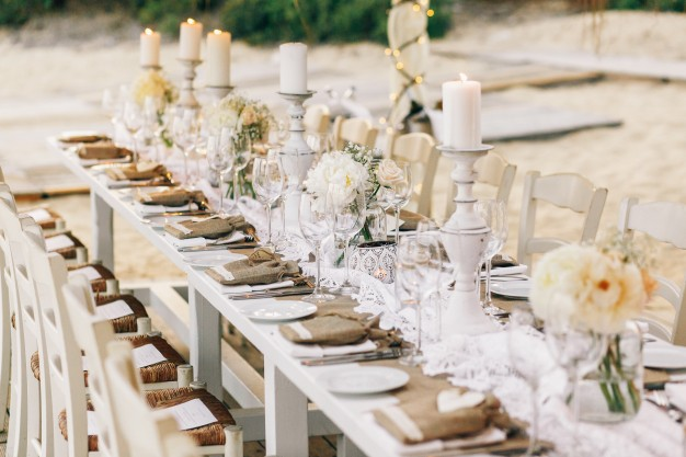 Nunta in stil rustic cu ajutorul lumanarilor si aranjamentelor