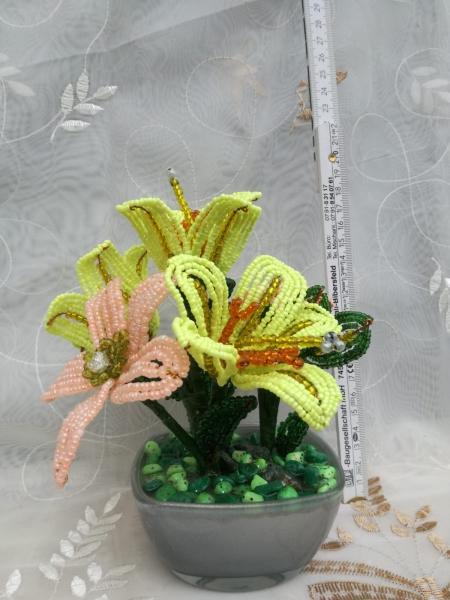 Flori decorative din margele M4 0