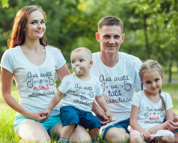 Set Tricouri Personalizate Familie -  Mama Tata Si Copii Extraordinari 0