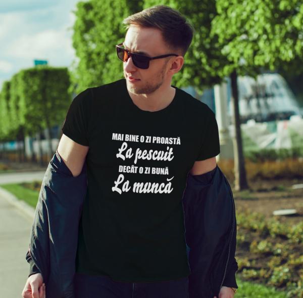 Tricou Personalizat - Mai Bine O Zi Proasta La Pescuit 1
