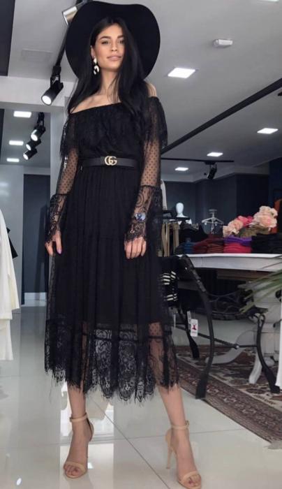 Rochie neagra din dantela cu maneca lunga 0