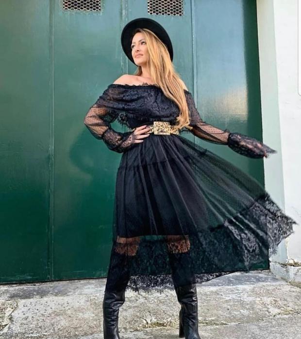 Rochie neagra din dantela cu maneca lunga 1