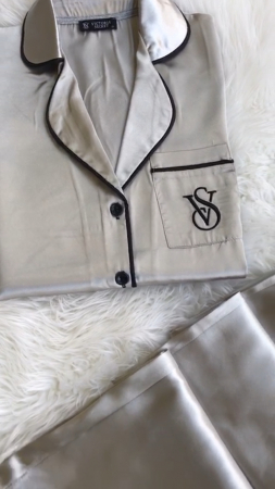 Pijama de Satin gri [1]