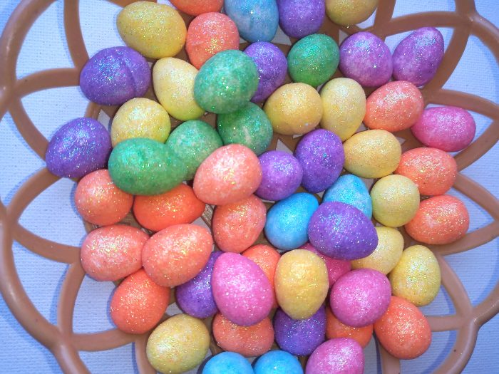 Oua mici polistiren colorate 1,8 cm in cos 1