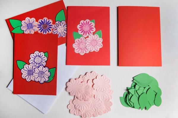 Set confecționare 25 felicitări roșii cu flori 0
