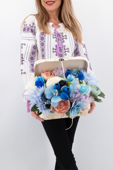 Aranjament floral - Valiza cu Flori - Mare 3 [1]