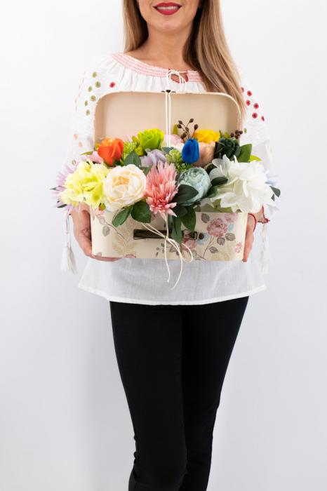 Aranjament floral - Valiza cu Flori - Mare 2 [0]