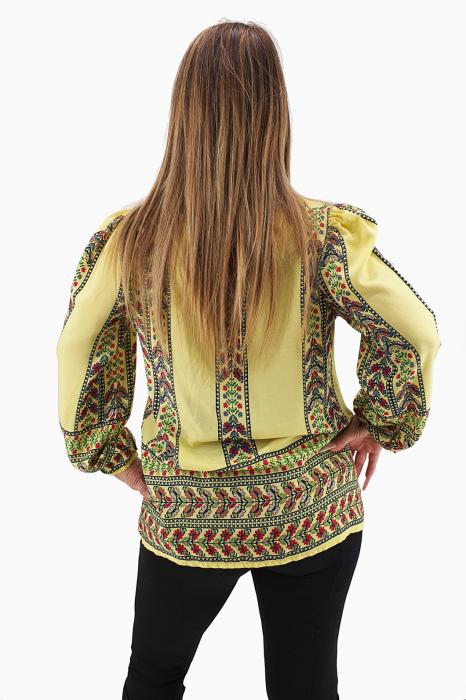 Bluza stilizata cu motive traditionale 1