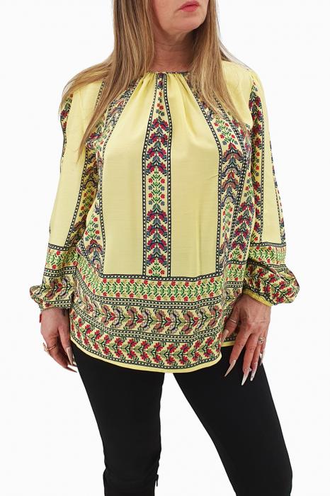 Bluza stilizata cu motive traditionale 0