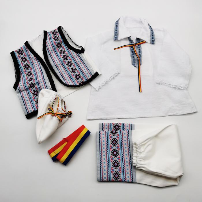 Compleu traditional baietel Adan 2 1