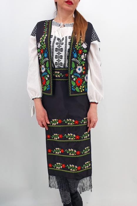 Costum Traditional Vesta, brau si 2 Fote brodate cu model traditional Iulia 2