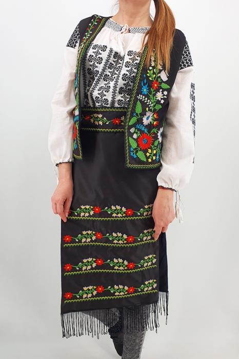 Costum Traditional Vesta, brau si 2 Fote brodate cu model traditional Iulia 0