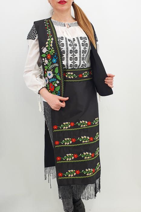 Costum Traditional Vesta, brau si 2 Fote brodate cu model traditional Iulia 3