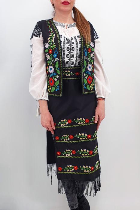 Costum Traditional Vesta, brau si 2 Fote brodate cu model traditional Iulia 1