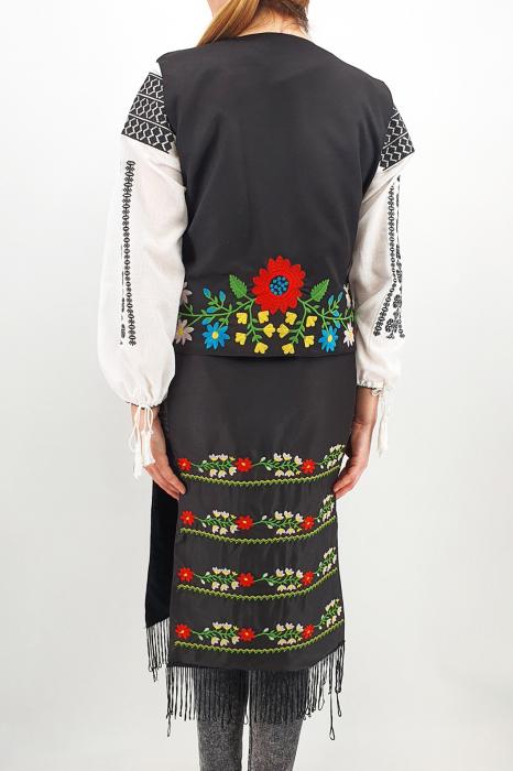 Costum Traditional Vesta, brau si 2 Fote brodate cu model traditional Iulia 5