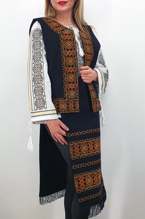 Costum Traditional Vesta si 2 Fote brodate cu model traditional 5 2