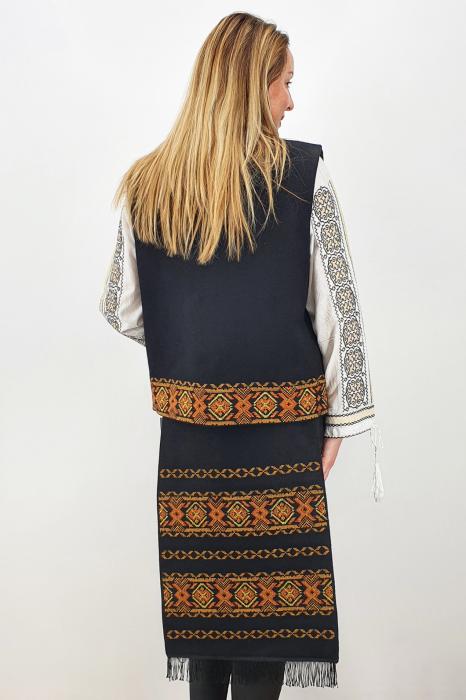 Costum Traditional Vesta si 2 Fote brodate cu model traditional 5 1
