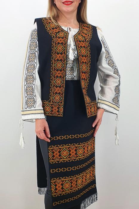Costum Traditional Vesta si 2 Fote brodate cu model traditional 5 0