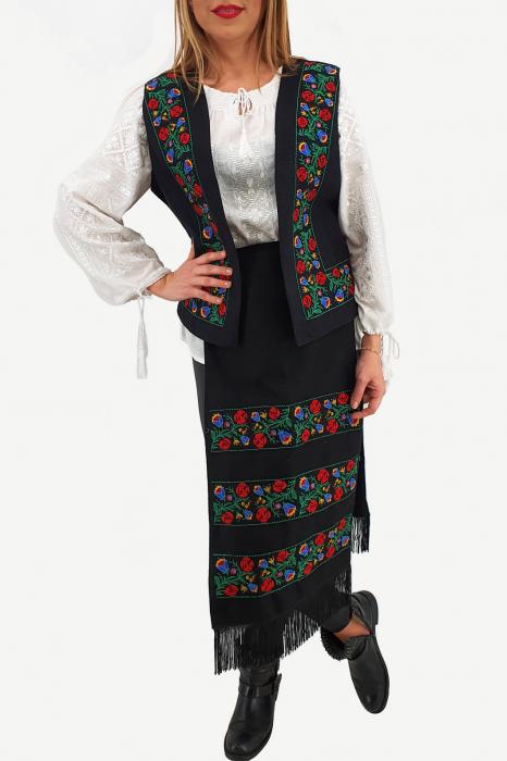 Costum Traditional Vesta si 2 Fote brodate cu model traditional 2 0