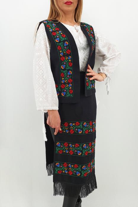 Costum Traditional Vesta si 2 Fote brodate cu model traditional 2 1