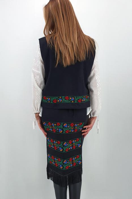 Costum Traditional Vesta si 2 Fote brodate cu model traditional 2 2