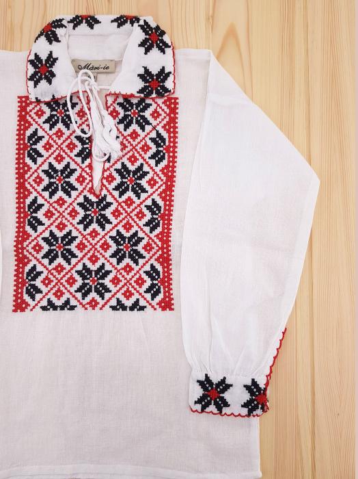 Ie traditionala Baieti Vlad 1