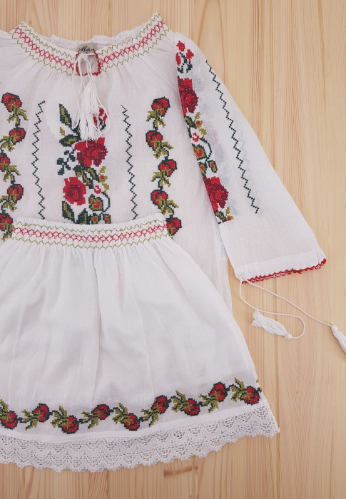 Compleu traditional fetita Lorena