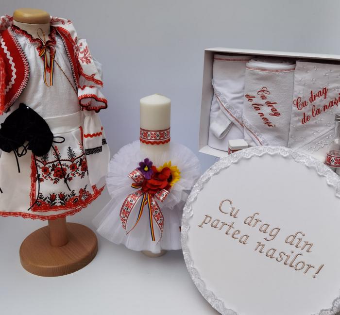 Set Traditional Botez - Costumas fetita/Trusou/Cutie pentru trusou/Lumanare 0