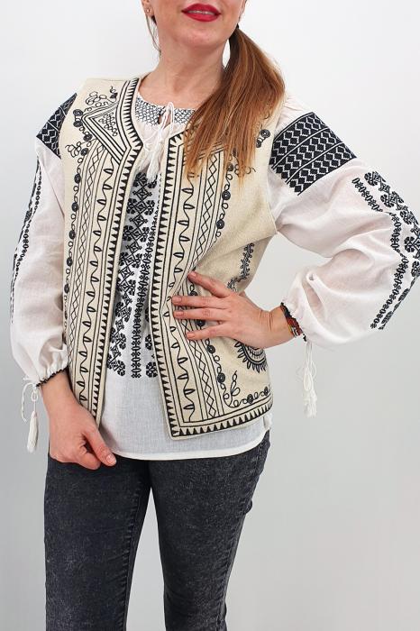 Vesta brodata cu model traditional Angelica 0