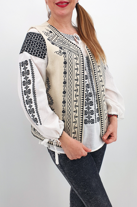 Vesta brodata cu model traditional Angelica 1