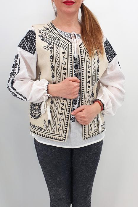 Vesta brodata cu model traditional Angelica 2