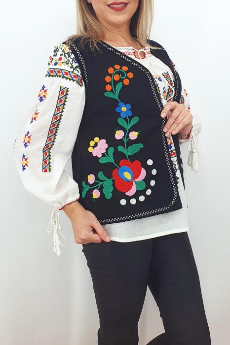 Vesta brodata cu model traditional Angi 8 1