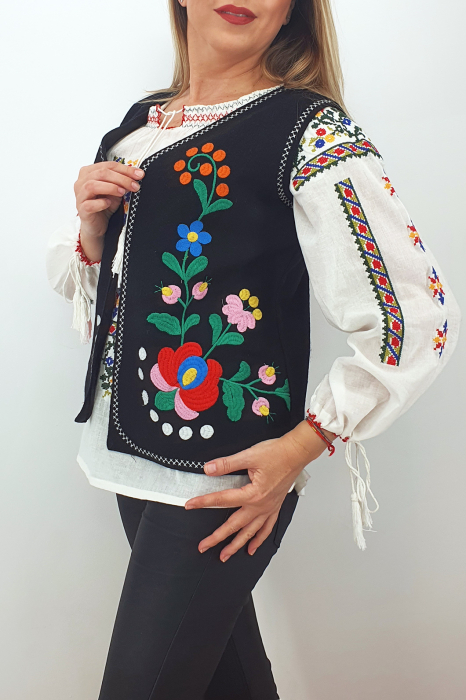Vesta brodata cu model traditional Angi 8 3