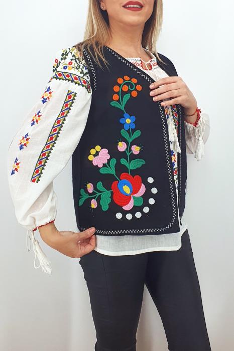 Vesta brodata cu model traditional Angi 8 0