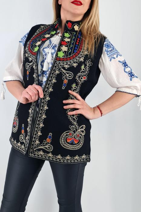 Vesta brodata cu model traditional  Ania 3 0