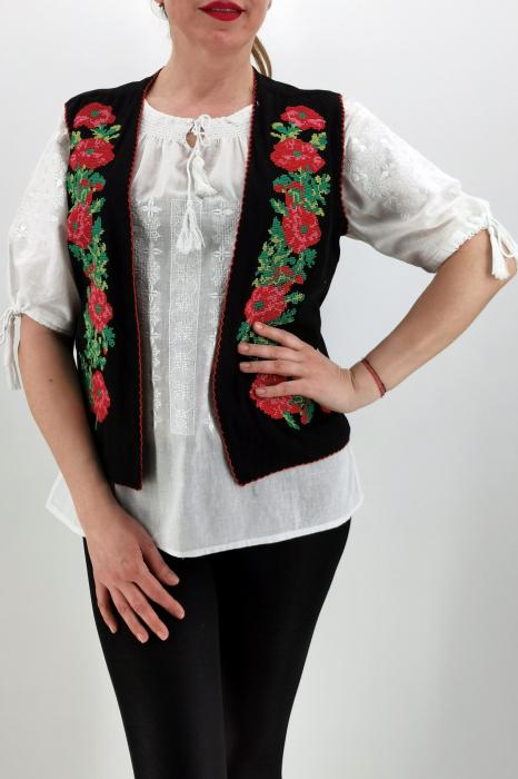 Vesta brodata cu model traditional Cerasela 3 0