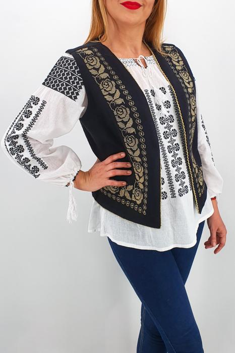 Vesta brodata cu model traditional Alina 2 1