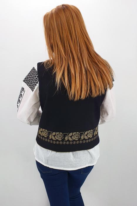 Vesta brodata cu model traditional Alina 2 4